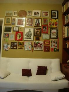 Projeto Sandra Dias-  quadros na parede do escritório