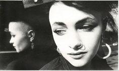 Alison Goldfrapp / Photo: Anna Fox / 1983 Anna Fox, Madonna 90s, Reggae, Girl Crushes, Hoop Earrings, Makeup, Face, Photography, Beauty