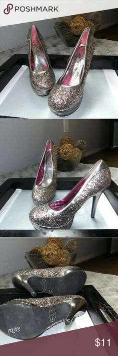 """Baby Phat  Size 7.5M Chance Glitter Platform Pumps Baby Phat Women's Size 7.5M Chance Glitter Platform Pumps Heels Shoes     Product Details:     - Designer: Baby Phat   - Style: Pumps, Classics     - US Size: 7.5 Medium (B, M)   - Color: Multi-colored   - Pattern: Glitter     - Synthetic upper   - Manmade sole   - Heel Height: High (3 in. and Up) 4 3/4"""" heel; 1"""" platform   - Imported     - Condition: Pre-owned, Good condition Light heel wear Baby Phat Shoes Platforms"""