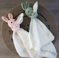 DIY - Kraamcadeau / Baby shower Check out what I found on Freubelweb.nl: a free crochet pattern from Just Kimberley to make cuddle cloths www. Crochet Security Blanket, Crochet Lovey, Crochet Baby Toys, Crochet Bunny, Crochet For Kids, Crochet Dolls, Crochet Yarn, Baby Knitting Patterns, Amigurumi Patterns