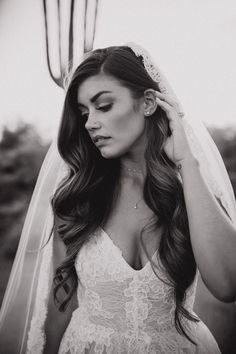 This bride went for a natural vibe doing her own hair and makeup for her wedding. - This bride went for a natural vibe doing her own hair and makeup for her wedding day Long Hair Wedding Styles, Wedding Hairstyles For Long Hair, Down Hairstyles, Long Hair Styles, Medium Hair Styles, Bun Styles, Hair Medium, Bride Hairstyles With Veil, Office Hairstyles