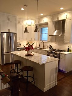 17 Models Small Kitchen Layout Ideas For Your Kitchen Design Inspiration 9 Grey Kitchen Cabinets, Old Kitchen, Kitchen Countertops, Kitchen Decor, Kitchen Ideas, Shaker Kitchen, Soapstone Kitchen, Colonial Kitchen, Kitchen Inspiration