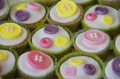 lemon cakes with buttons