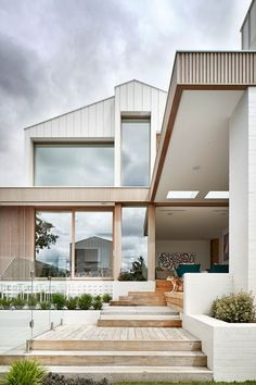 BBW House by Tecture - Project Feature - Architectural Cues in Materiality & Symmetry - The Local Project House Cladding, Facade House, Timber Cladding, Exterior Cladding, Dream Beach Houses, Modern Beach Houses, Design Living Room, Living Area, Dream House Exterior