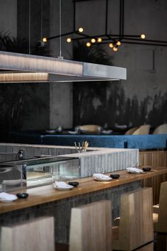 Montréal-based studio Ménard Dworkin Architecture & design has completed RYU Restaurant, a Japanese eatery that is all about tactile experience. Open Kitchen Interior, Open Kitchen Restaurant, Bar Interior, Cafe Restaurant, Restaurant Design, Interior Office, Japanese Restaurant Interior, Luxury Restaurant, Sushi Store