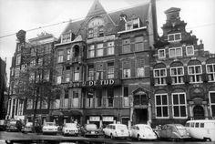 De Tijd aan de Nieuwe Zijds Voorburgwal te Amsterdam. 1971
