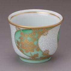 Ishikawa Prefecture Kutani Ware Guinomi Cup, Gold-Painted Porcelain, Arabesque Flowers
