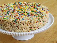 cake batter rice krispie treats...oh my god these look amazinggggggg!