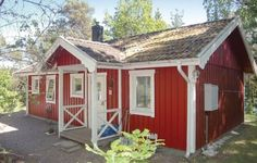 Holiday home Uddev�gen �lv�ngen �lv�ngen Featuring a terrace, Holiday home Uddev?gen ?lv?ngen is a holiday home, situated in Kollanda. The property is 30 km from Gothenburg and features views of the sea. Free private parking is available on site.  There is a seating area and a kitchen.
