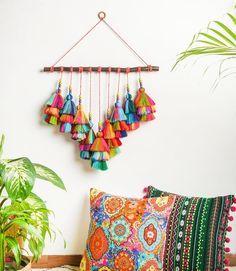 Diy Crafts For Home Decor, Diy Crafts Hacks, Diy Wall Decor, Pom Pom Crafts, Yarn Crafts, Macrame Wall Hanging Diy, Wall Hanging Crafts, Macrame Design, Boho Diy