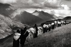 Women carrying their goods to the market of Chimbote, Ecuador 1998 gelatin silver print