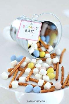 A yummy and easy trail mix that's perfect for spring & Easter, Bunny Bait is fun for parties, classrooms, home, and gift-giving!: