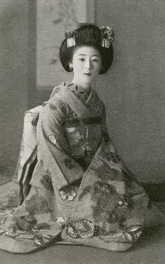 Maiko Fukiko 1920s  Maiko (apprentice geisha) Fukiko, her kanzashi (hair ornaments) suggest that she is dressed for a tea ceremony, during the late 1920s or early 1930s.