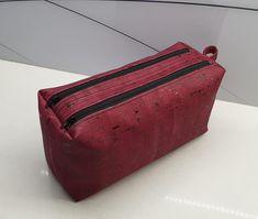 Trousse Zip-Zip en liège luxe rouge cousu par Gwendoline - Patron Sacôtin