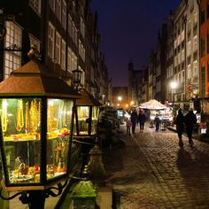 Jewelery street in Gdańsk...  #valentines2016 #valentineday #amber #sustainable #kissing #perfectgift #sweetmemories #boatparty #mydesign #fashioninsta #fashionjewellery #packing #wrapping #feb #betterlatethannever #lanterns #lillies #smellssogood #lovebox #screen #valentinstag by lvlypics4u