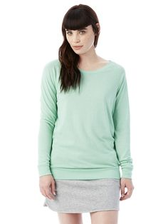 A wide neckline and raglan sleeves in our soft Eco Jersey to be worn all day, on its own or layered up.
