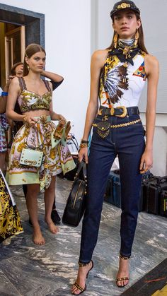 Versace available at Luxury & Vintage Madrid, bring you the world's best selection of vintage and contemporary clothing, discover our top brands Versace Fashion, Runway Fashion, Spring Fashion, High Fashion, Fashion Show, Fashion Outfits, Womens Fashion, Fashion Design, Fashion Trends