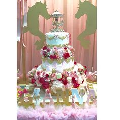 The perfect cake by @royal_cakes @designsbychristine #carouseltheme #carousel #beautifulcakes #nameplaques #woodletters #firstbirthday #dreamy #princess #kidsevents #caketable #desserttable #posh #prettyposh #prettyinpink #gianna #eventplanner