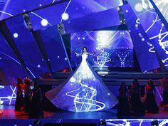 Madhuri Dixit Dance Performance at IIFA Awards 2013