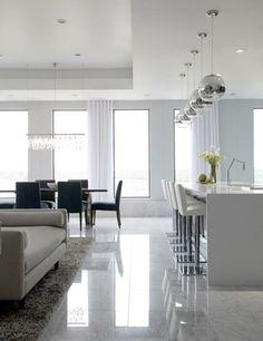 comment bien aménager le salon, sol avec carrelage polis, carrelage poli brillant gris blanc