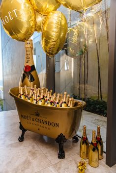 How to Host an A-List House Party - Little Party Love Champagne Moet, Champagne Quotes, Champagne Brands, Champagne Taste, Champagne Cocktail, Moet Chandon, House Party Decorations, Party Themes, Champagne Region France