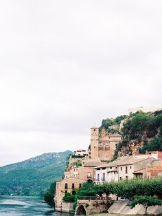 These images by Ashlee from Taylor Barnes Photography are taken in the beautiful Tarragona region of Spain, where picturesque medieval villages, lush vineyards and enticing traditional restaurants make it a perfect holiday spot a little off the beaten trail.