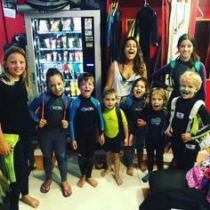 Ya empezaron los cursos para los niños residentes de la isla !! Que los más pequeños no se lo pierdan este verano !! #surfcamp #surfcamplanzarote #lanzarotesurf #famara http://ift.tt/SaUF9M