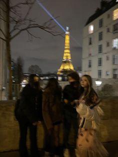 Cute Friend Pictures, Friend Photos, City Aesthetic, Travel Aesthetic, Flower Aesthetic, Cute Friends, Best Friends, City Vibe, Moving To Paris