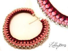handmade Statement-Kette in Rosatönen aus Gliederkette (Metall), Textilgarn, Wolle, Kordel (100 % Baumwolle); Länge: 50 cm + 5 cm Verlängerung; Preis: 29,95 €