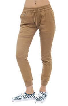 I love joggers. It's been hard to find a pair that fits well because I buy men's joggers. they're too tight in the hips & butt Sport Outfits, Casual Outfits, Cute Outfits, Fashion Outfits, Girls Joggers, Joggers Womens, Tan Pants, Sport Pants, Jogger Outfit