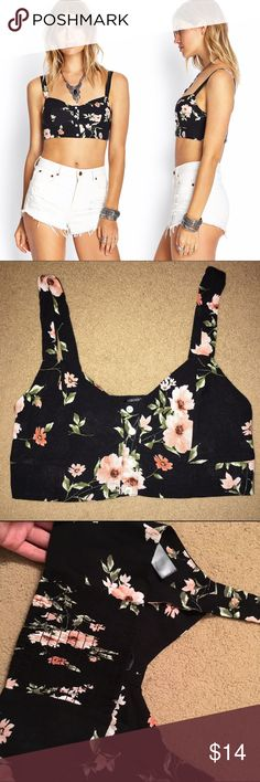 Floral faux button bra top Sz small. In excellent condition!! Tops Crop Tops