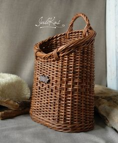 Rustic Door basket Wicker hanging wall basket Interior coffee brown basket for flowers Cottage wall decor basket hanging basket rustic Willow Weaving, Basket Weaving, Rattan, Hanging Wall Baskets, Vintage Baskets, Rustic Doors, Flower Girl Basket, Basket Decoration, Front Door Decor