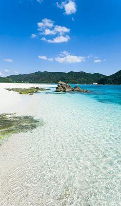 Aharen Beach, Tokashiki Island, Kerama Islands, Japan | Ippei & Janine Naoi  僕はきれいな海がすきです。