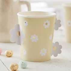 These cups have a fun pop out daisy design and will look super cute with our bunny plate & daisy napkins from our daisy crazy range to make the perfect Easter set-up! Easter cups have never looked so great. Each pack includes 8 paper cups measuring x Daisy Party, Bunny Party, Easter Party, Baby Boy Balloons, Baby Shower Balloons, Organiser Une Baby Shower, Paper Daisy, Party Cups, Tea Party