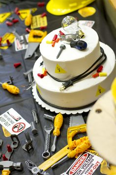 Electrical Engineer Cake Design : 1000+ images about grad on Pinterest Graduation cake ...