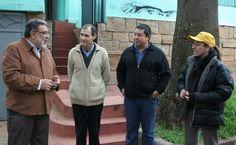 Concejal Almirón y Padre Alberto Barros junto a colaboradores de la fundación