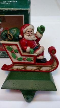 MIDWEST-Santa-in-Sleigh-Painted-Cast-Iron-CHRISTMAS-STOCKING-HOLDER-Hanger-E