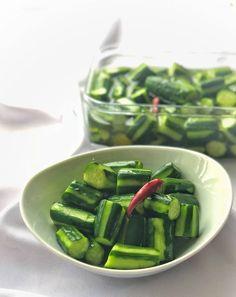 BBQに持っていくと必ず喜ばれます!大人気さっぱりきゅうり♡ by 松山絵美 | 【Nadia | ナディア】レシピサイト | プロの料理を無料で検索 Asian Recipes, Beef Recipes, Cooking Recipes, Vegetable Dishes, Vegetable Recipes, Vegan Meal Prep, Vegan Thanksgiving, Easy Cooking, I Love Food