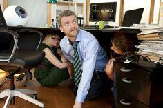 Frank Hvam er gået under bordet.  Copyright SF Film