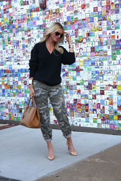 camo pants // nude pumps - I want a pair. (of the camo pants) Camo Outfits, Casual Outfits, Fashion Outfits, Womens Fashion, Fall Winter Outfits, Spring Outfits, Camo Pants Fashion, Camouflage, Look Girl