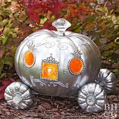 Fabulous DIY Pumpkin Decorating Ideas for Halloween - - Carving isn't the only pumpkin decorating technique, so get in the Halloween spirit with this fantastic collection of creative pumpkin ideas. Mini Pumpkins, Painted Pumpkins, Halloween Pumpkins, Halloween Crafts, Christmas Pumpkins, Halloween Labels, White Pumpkins, Spooky Halloween, Halloween Makeup