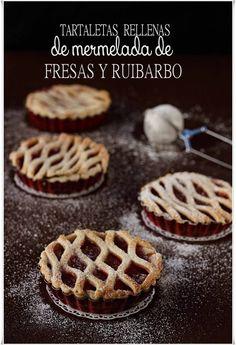 Tartaletas de fresas y ruibarbo {by Paula, Con las Zarpas en la Masa}