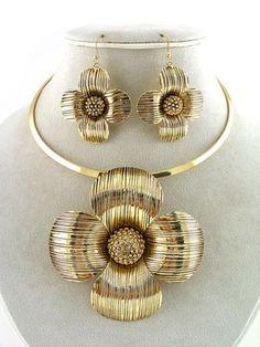 Stylish Chunky Gold Flower Pendant Choker Fashion Jewelry Necklace Earrings Set