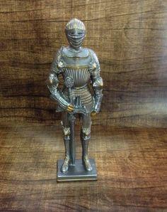 Estátua guerreiro metalizada