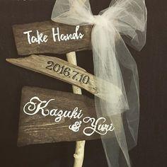 #ウェディングサイン ♡ 悩んで結局#チュール は白にしました。 チュール大好き、#異素材 ミックス大好き。 ハンズの#流木 や木板、かなりお安いです! このサイン分で合わせて1000円したかな? #結婚式 #結婚式diy #結婚式準備 #プレ花嫁 #ステップファミリー #子連れ婚 #2016夏婚