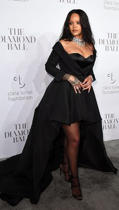 15 of Rihanna's Most Extravagant Outfits In honour of her forthcoming luxury brand, of course A Casual Ballgown Moment (And More Diamonds, Naturally) For her Annual Diamond Ball, Rihanna wore a black gown by Ralph & Russo with dramatic train, glittery Rihanna Outfits, Rihanna Dress, Rihanna Mode, Rihanna Style, Rihanna Casual, Fashion Week, Look Fashion, Fashion Outfits, Fashion Tips