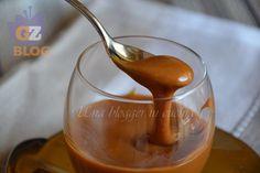 Crema mou, una ricetta versatile e veloce da preparare, con panna e zucchero, per guarnire dolci di ogni tipo.