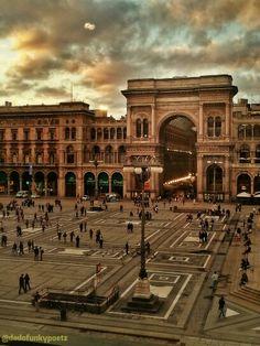 #Duomo, #Milano, #Italia. La #Galleria dal ristorante Giacomo Arengario. #sunset #square #arch