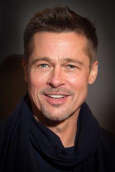 nice 60 Charming Brad Pitt Hairstyles - Many Stylish Ideas Crew Cuts, Hairstyles Haircuts, Haircuts For Men, Cabelo Do Brad Pitt, Jennifer Aniston, Brat Pitt, Brad Pitt Photos, Peinados Pin Up, Beard Look