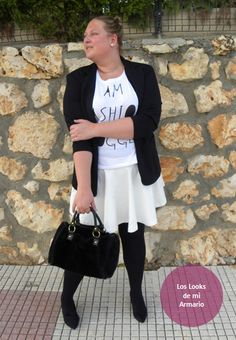 http://www.loslooksdemiarmario.com/2014/10/im-blogger-alguna-duda-outfit.html falda blanca y blazer negra